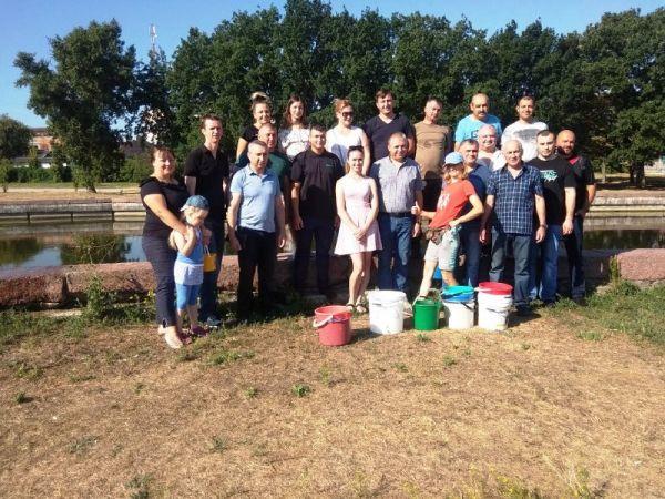 Засиділися у кабінетах: У Кропивницькому екологи вийшли поливати дерева