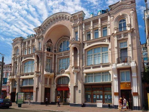 До Дня захисника України у Кропивницькому розгортають експозицію