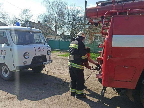 Кіровоградщина: У Новомиргороді рятувальники допомогли водію швидкої допомоги