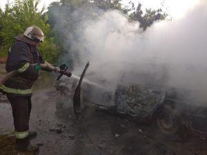 Кіровоградщина: На трасі неподалік Долинської зайнявся автомобіль «ВАЗ 211113»