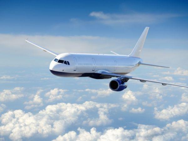 Уряд відкрив пункти пропуску в аеропортах України і дозволив в'їзд іноземним громадянам