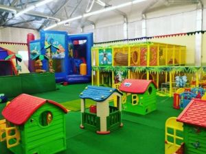 В центре Кропивницкого открылся новый семейный игровой центр Плей Сити
