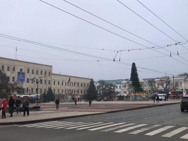 У Кропивницькому продовжується демонтаж ялинки