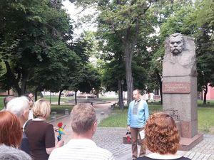 В обласному центрі Марка Кропивницького вшанували ходою та покладанням квітів (ФОТО)