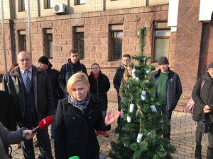 «Свято не для всіх»: Кропивницький долучився до всеукраїнської акції чорної ялинки
