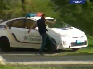 Кропивницький: Хулігана змусили оплатити ремонт патрульної автівки