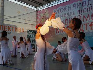 """У Кропивницькому стартував концерт-відкриття фестивалю """"Об'єднаймо дітей мистецтвом"""" (ФОТО)"""