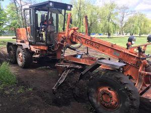 Кіровоградщина: Тривають роботи по відновленню футбольного майданчика у Новгородці (ВІДЕО)