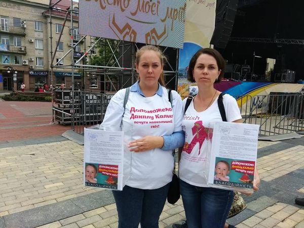 У місті проходить акція по збору коштів для глухого хлопчика