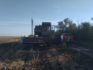 На Кіровоградщині у полі загорівся комбайн «Єнісей»