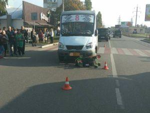 У  Кропивницькому на Попова маршрутне таксі збило молоду матір з дитиною