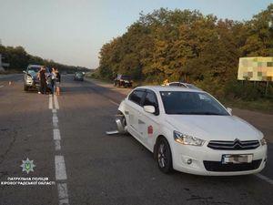 Учора у Кропивницькому через пішохода зіткнулися дві автівки (ФОТО)