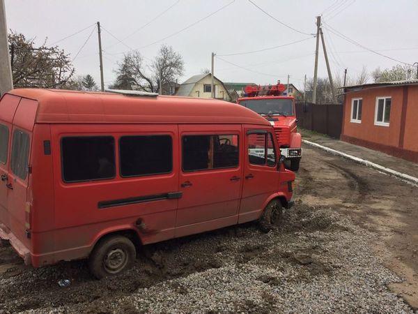 Кропивницький: Mercedes застряг на вулиці Желябова