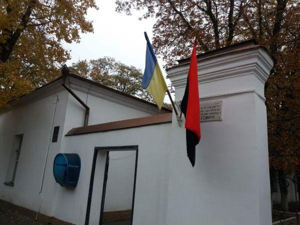 Кропивницький: У День захисника на підприємствах міста замайоріли червоно-чорні прапори