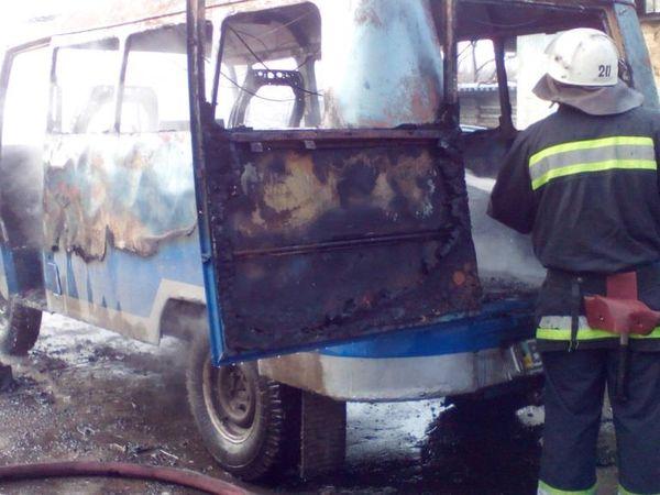 На Кіровоградщині біля приватного будинку запалав автомобіль