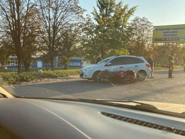 У Кропивницькому сталася аварія за участі мотоцикліста