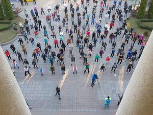 Декілька сотень кропивничан долучилися до ранкової руханки «Дихай вільно» (ФОТО)