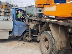 У Кропивницькому водій вантажівки проломив кабіну ГАЗу