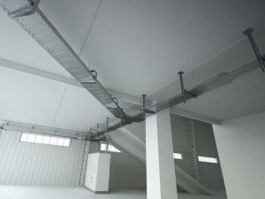 Зачем в промышленных помещениях кабельные лотки: 3 веских аргумента