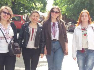 Кропивничани вбралися у вишиті сорочки (ФОТО)