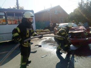 У Кропивницькому на Олексіївці після ДТП на дорозі розлився тосол
