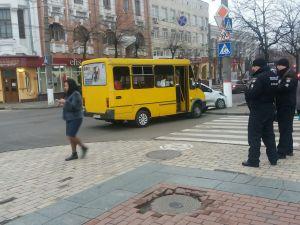 У центрі Кропивницького сталася ДТП за участі маршрутки (ФОТО)