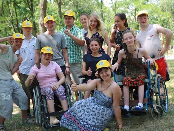 """Молодь з інвалідністю просить кропивничан підтримати соціальний проект """"Сильні духом"""""""