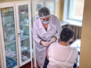 У перший день щеплення вакциною Pfizer використали 200 доз