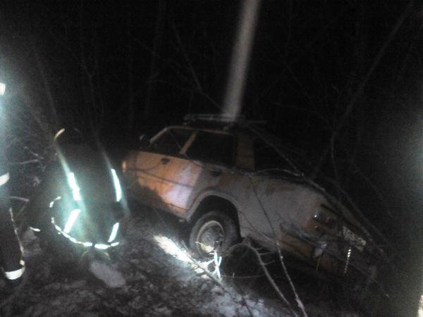 Під час снігопаду  автомобілі застрявали на дорогах Кіровоградщини