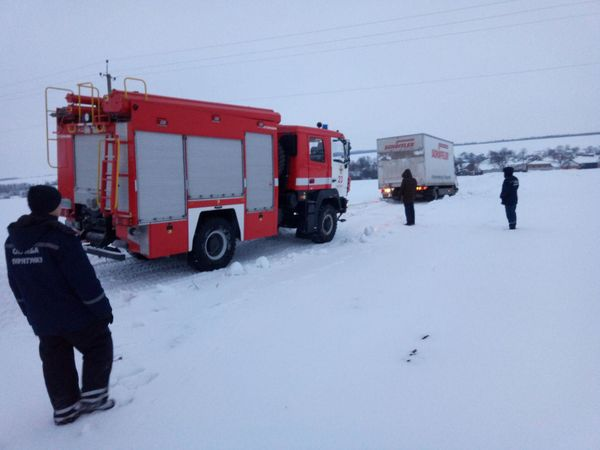 Кіровоградщина: Машини застряють на складних ділянках доріг