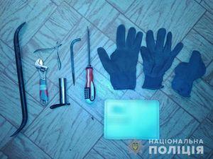 Кіровоградщина: Поліцейські затримали злочинця під час обкрадання будинку