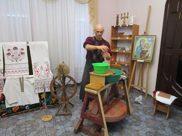 У художньому музеї кропивницький гончар давав майстер-клас