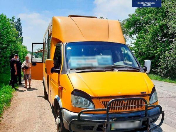 Кіровоградщина: За що патрульні склали протокол на водія маршрутки?