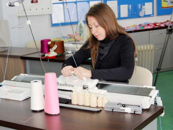 Безробітні Кіровоградщини можуть безкоштовно стати в'язальницями