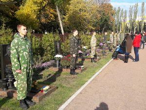 Полеглих за мир в Україні вшанували на Алеї почесних поховань (ФОТО)