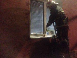Селище Нове: Рятувальники  відкрили двері квартири, де зачинилась мала дитина