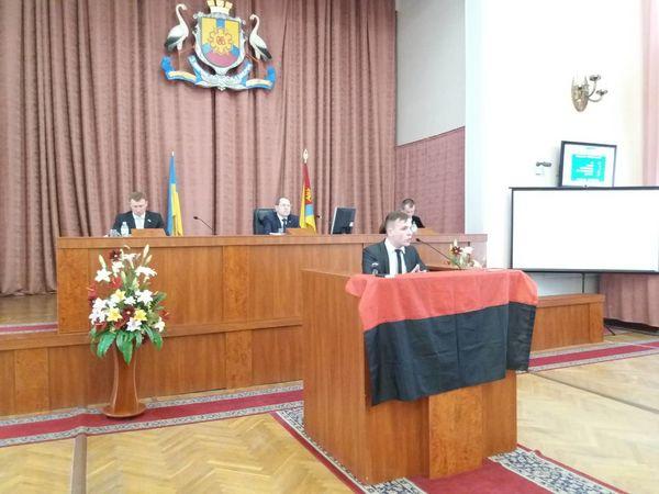 Чи замайорить червоно-чорний прапор над Кропивницьким?