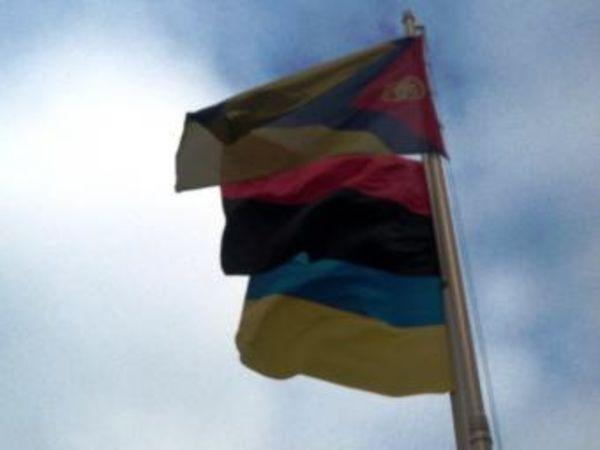 Біля міськради Кропивницького знову замайорів червоно-чорний прапор