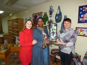 На виставку у бібліотеку Чижевського завітала Волонтерка Корпусу Миру США