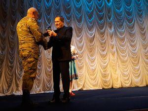 """Кропивницьким """"афганцям"""" подарували грамоти та театральну виставу"""
