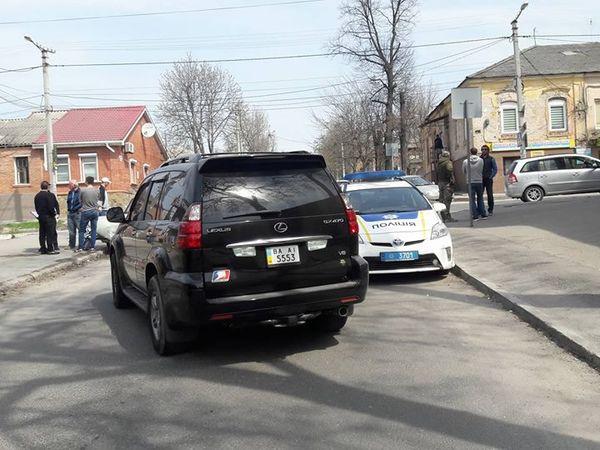 На перехресті Шевченка та Михайлівської зіткнулися Lexus та Запорожець (ФОТО)