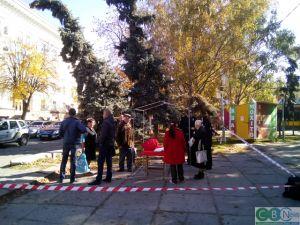 Кропивницький: Біля Центрального скверу напали на агітаторів Компартії (ФОТО)
