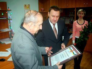 Віталій Миронюк привітав ветерана пожежної охорони з ювілеєм