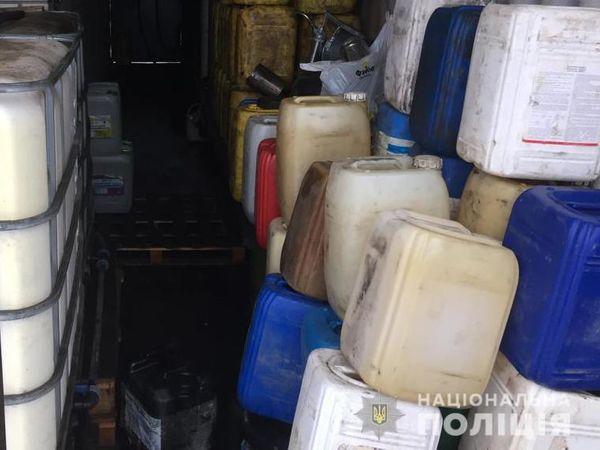 На Кіровоградщині правоохоронці припинили діяльність підпільної автозаправної станції (ФОТО)