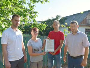 Кіровоградщина: Сім'я, яка втратила будинок через блискавку, отримала нове житло