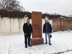 Ген знищення та злиднів  У Кропивницькому вандали розтрощили лавки біля пам'ятника Хачкар