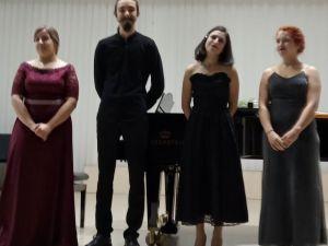 Випускниці Кропивницького музичного коледжу подарували приємний вечір своїм викладачам