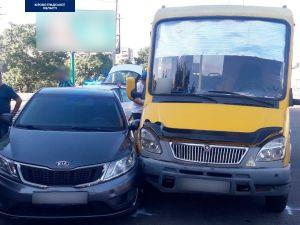 Біля спортшколи у Кропивницькому сталася аварія