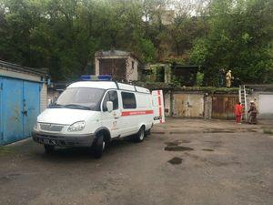 Кіровоградщина: Чоловік зламав ногу на даху гаража (ФОТО)