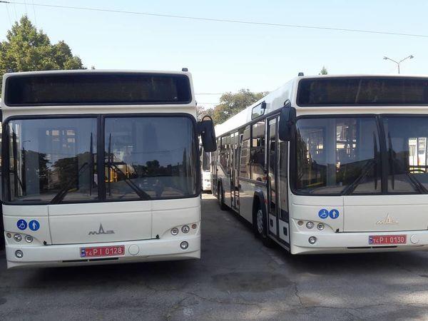 У селищі Новому невідомі понівечили новий автобус (ВІДЕО)